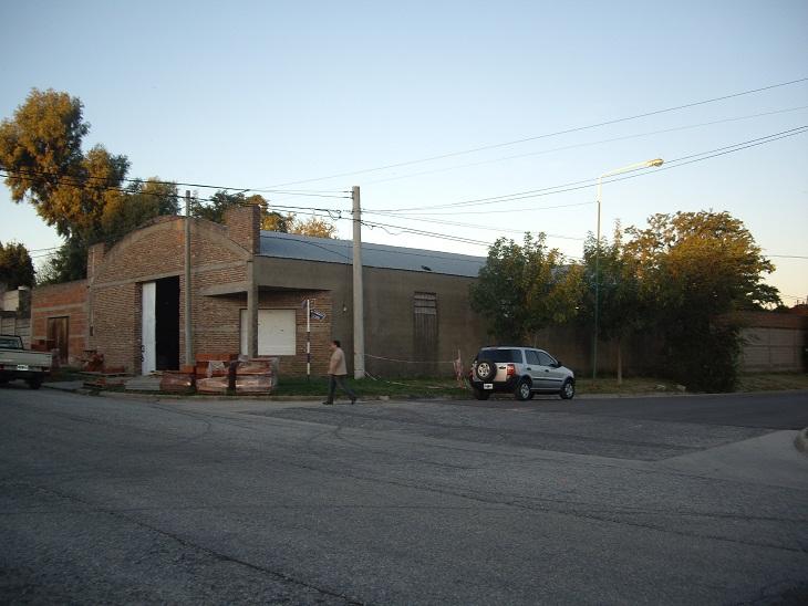 Dos departamentos con garaje, mas galpón, mas tinglado. 50×50 mt. totales.-